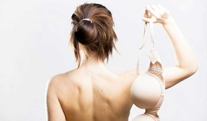 """Không mang áo ngực có khiến """"núi đôi"""" bị chảy xệ?"""