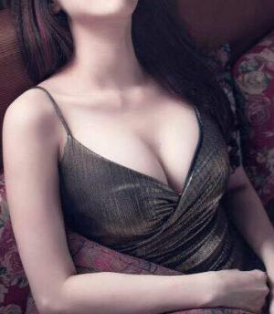 nâng ngực bị lệch