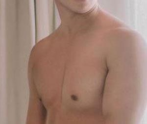 ngực nam bị xệ phải làm sao