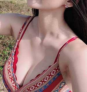 hôn ngực có bị xệ